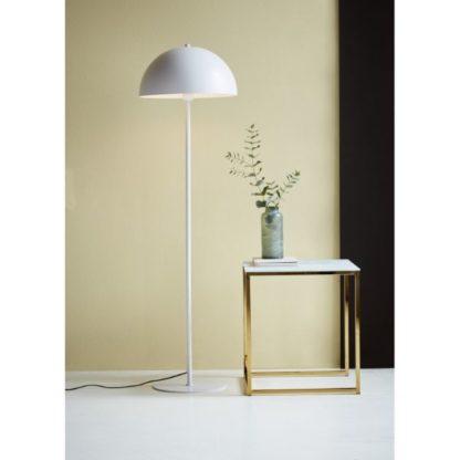 biała lampa podłogowa do sypialni