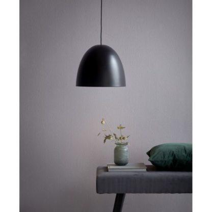 owalna czarna lampa wisząca