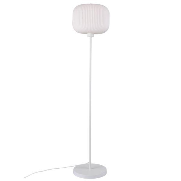 lampa podłogowa z białym kloszem