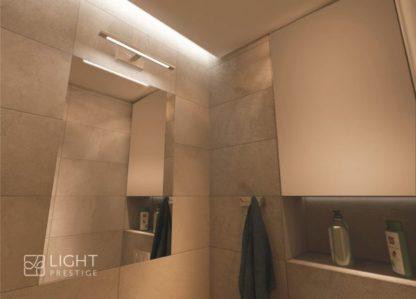 srebrny kinkiet łazienkowy nad lustro