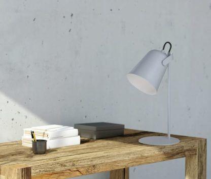 szara lampa biurkowa skandynawska