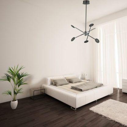 nowoczesna lampa wisząca w jasnym salonie aranżacja