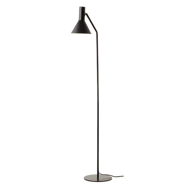 czarna lampa podłogowa aranżacja
