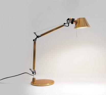 złota nowoczesna lampa biurkowa