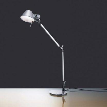 wysoka lampa biurkowa regulowana