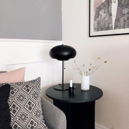 czarna nowoczesna lamapa stołowa