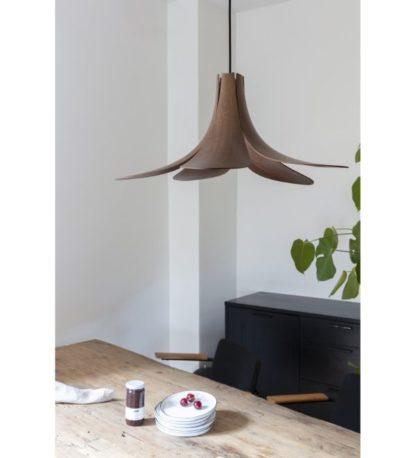 lampa wisząca z drewnianym kloszem