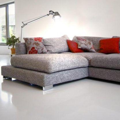 srebrna lampa podłogowa salon