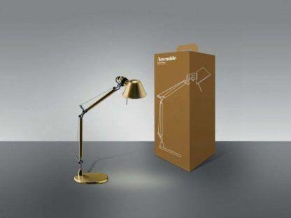 złota lampa biurkowa