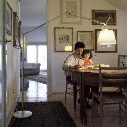 duża lampa podłogowa z abażurem aranżacja