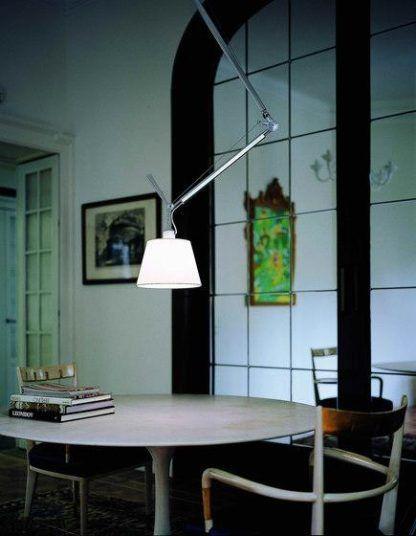 metalowa lampa wisząca z abażurem
