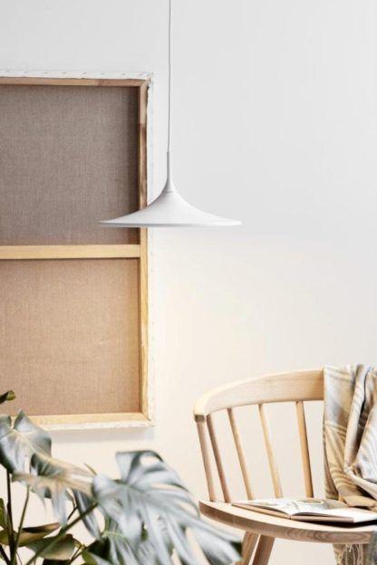 biała lampa wisząca led do salonu