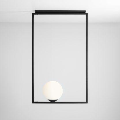 lampa wisząca biała kula w czarnej ramie