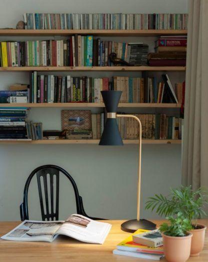 czarna lampa do biura aranżacja
