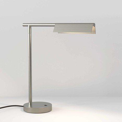 czarna lampa biurkowa nowoczesna aranżacja