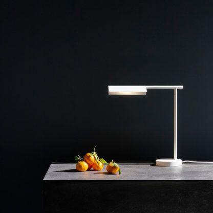 biała lampa stołowa led nowoczesna