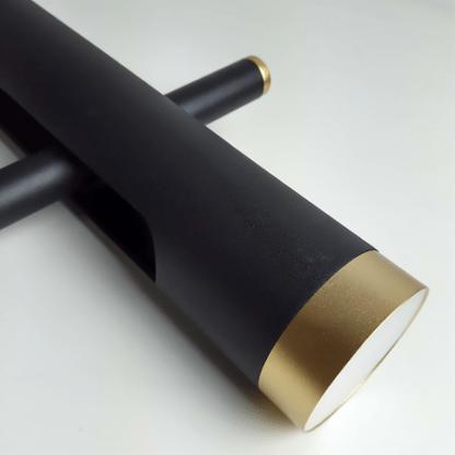 czarny reflektor ze złotymi dodatkami