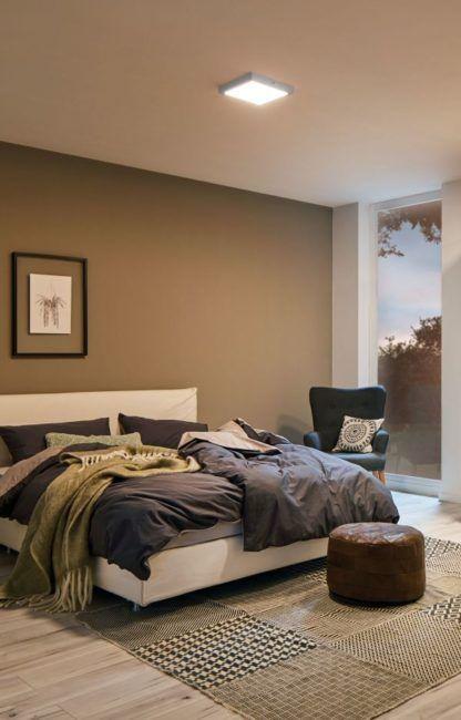 kwadratowy plafon do sypialni