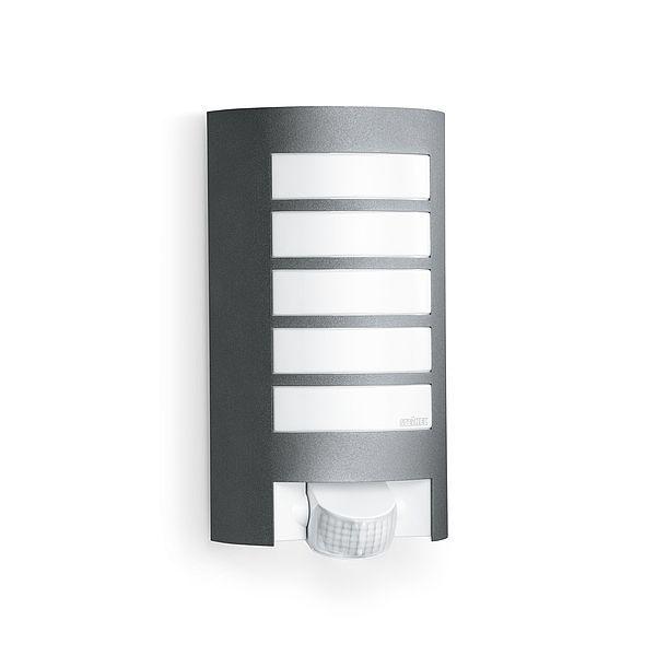 srebrna lampa zewnętrzna z czujnikiem