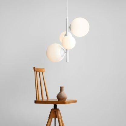 biała lampa wisząca nowoczesna pion