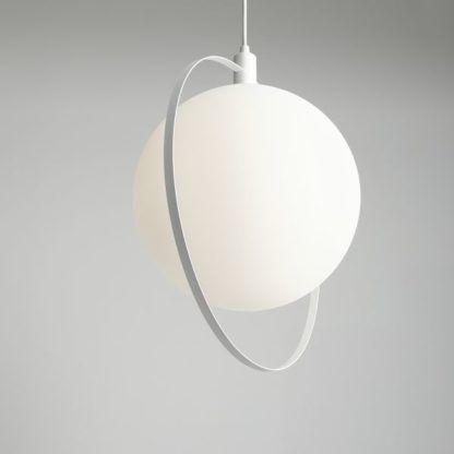 Biała lampa wisząca Aura - szklana kula