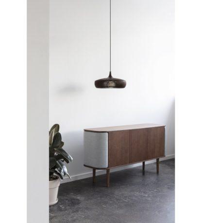 szeroka nowoczesna lampa wisząca z drewna