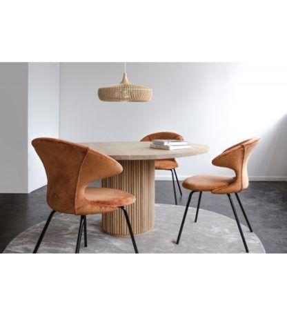 ażurowa drewniana lampa wisząca nad stół