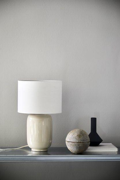 lampa stołowa z abażurem ecru