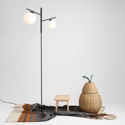 nowoczesna lampa podłogowa czarna