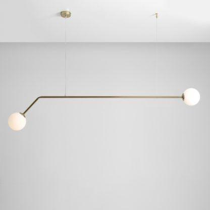 złota długa lampa wisząca nad stół