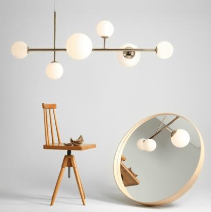 złoty żyrandol nowoczesny kule szklane - nad stół w salonie