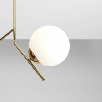 złota lampa wisząca szklana kula