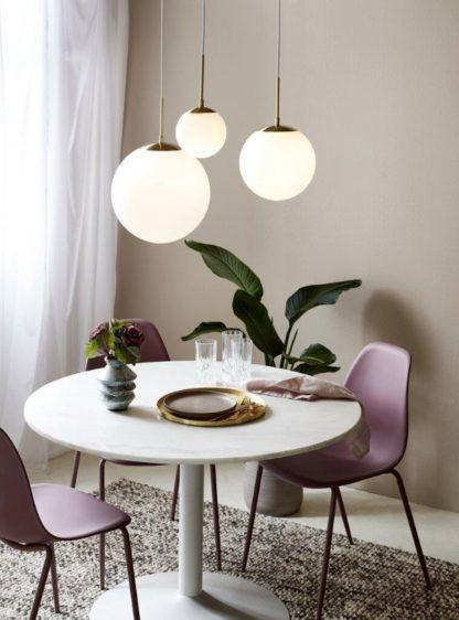 lampa wisząca szklana kula nad stół