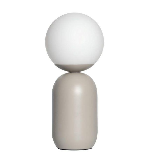 szara lampa stołowa z mlecznym kloszem