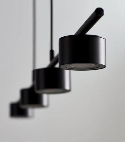 podłużna czarna lampa wisząca
