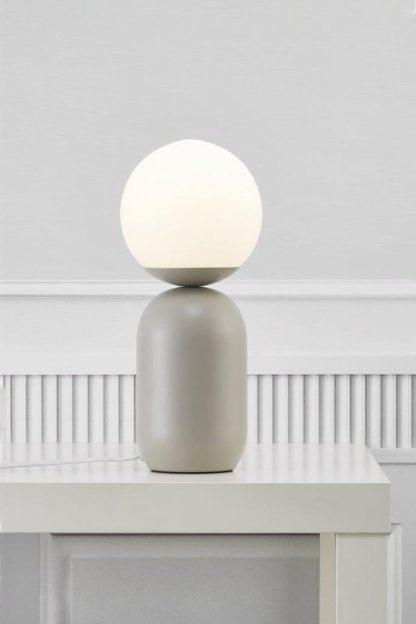 szara lampa stołowa do sypialni nowoczesna