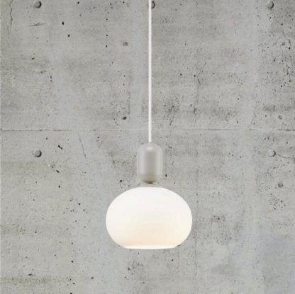 szara lampa wisząca mleczny klosz