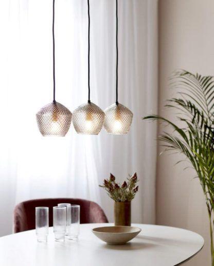 szklana lampa wisząca na listwie