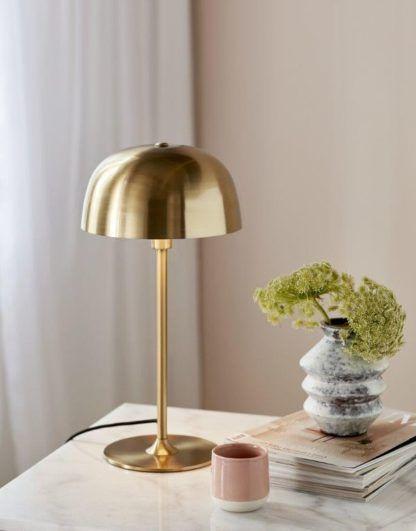 złota lampa biurkowa skandynawski styl