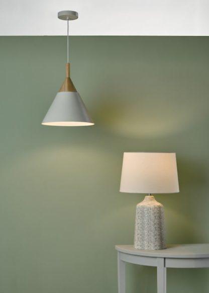 lampy na miętowej ścianie