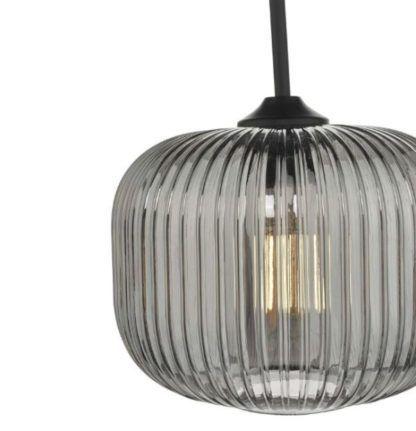 lampa wisząca z prążkowanego szkła