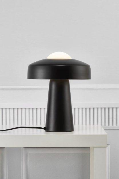 nowoczesna czarna lampa stołowa