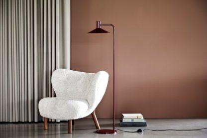 bordowa lampa podłogowa do salonu