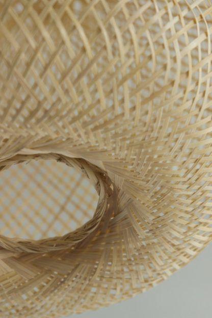 ażurowa lampa wisząca z bambusa