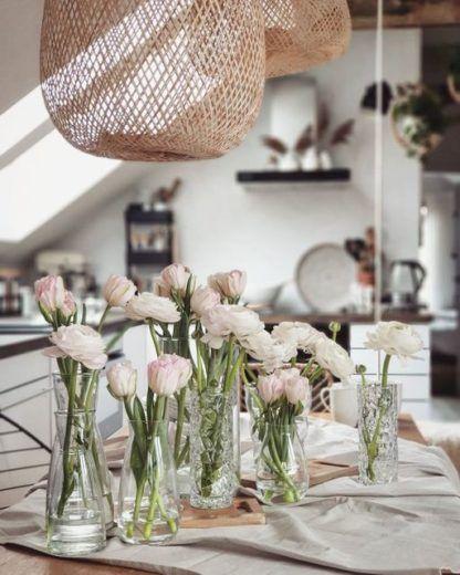 bambusowa lampa nad stołem aranżacja