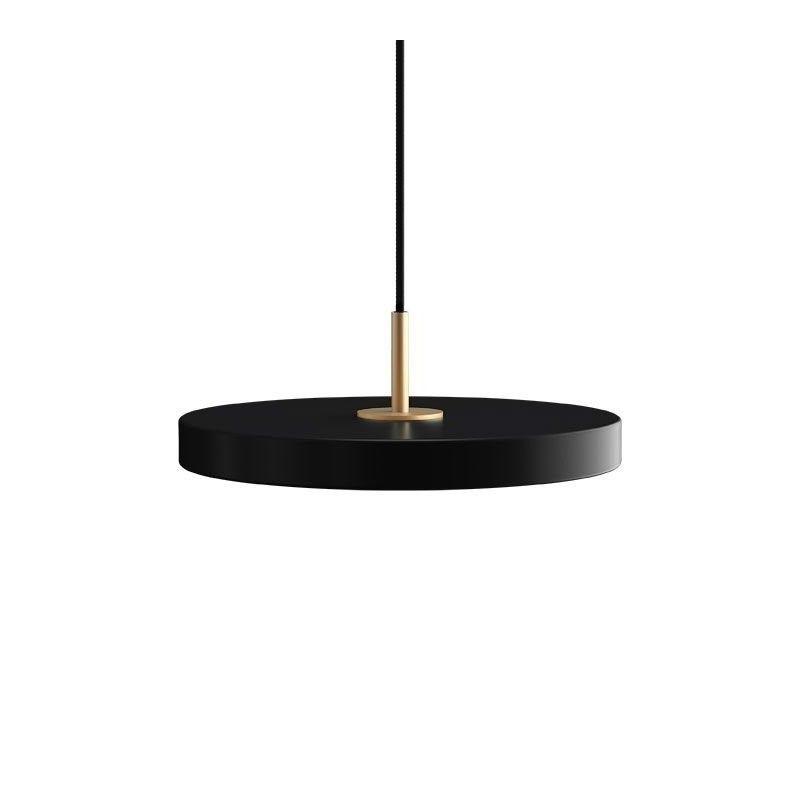 czarna lampa z płaskim kloszem