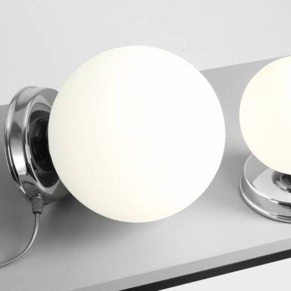 mała lampa stołowa szklany klosz