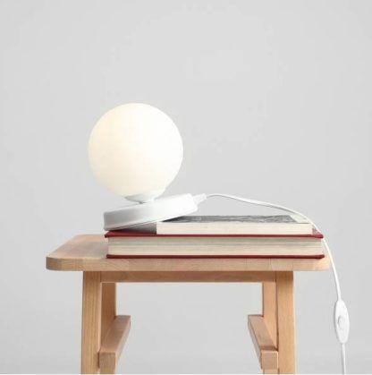 mała lampka stołowa nowoczesna