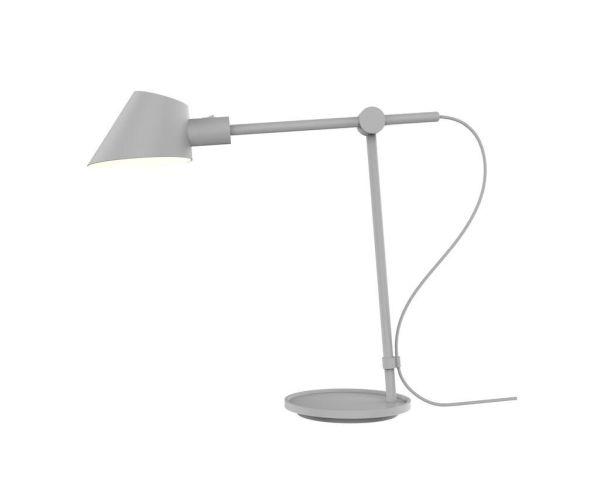 wysoka szara lampa biurkowa