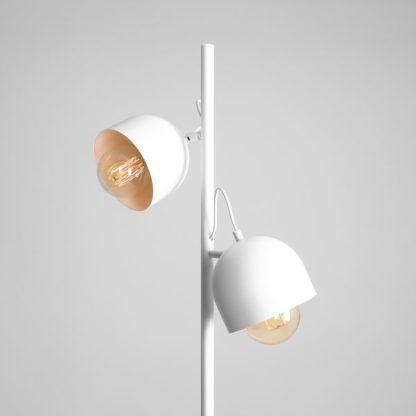 wysoka lampa podłogowa biała